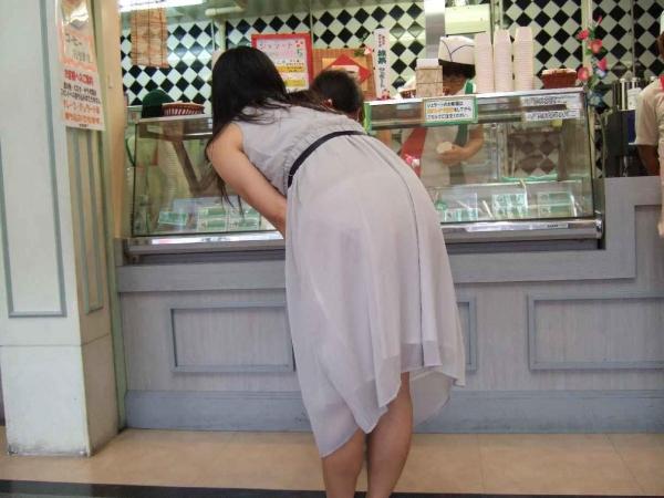 素人OLのタイトスカートパンティライン盗撮エロ画像15枚目