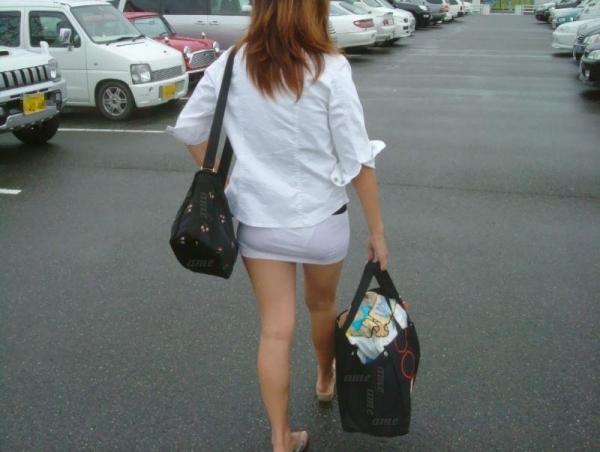 素人OLのタイトスカートパンティライン盗撮エロ画像16枚目