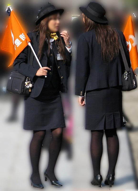 素人バスガイドの黒パンスト姿が淫らな盗撮エロ画像1枚目