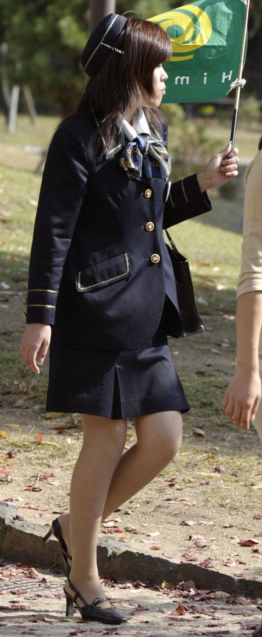 素人バスガイドの黒パンスト姿が淫らな盗撮エロ画像7枚目