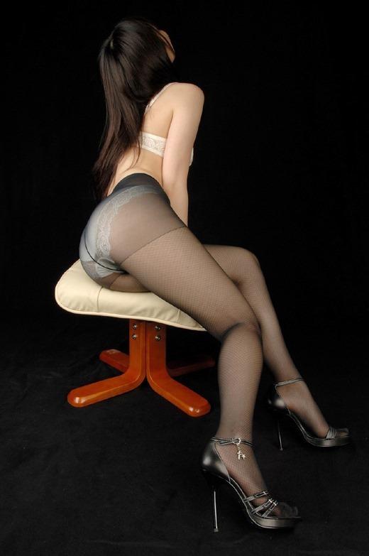 OLパンストと美脚のたまらない組み合わせのエロ画像3枚目