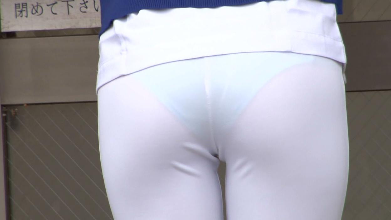 白衣ナースのモロ透けしのパンティラインエロ画像1枚目