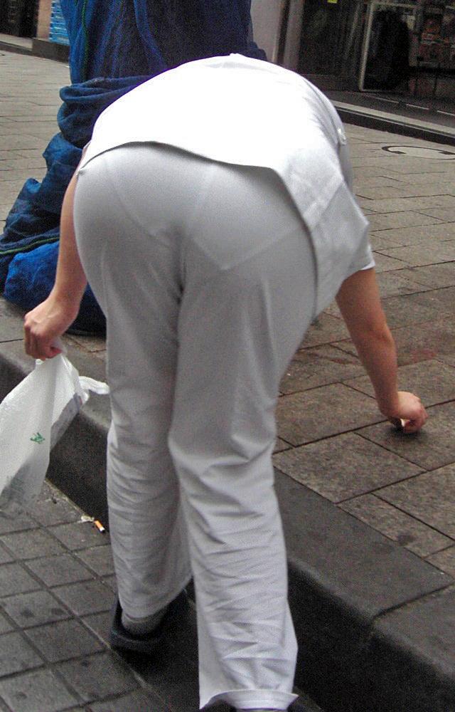 白衣ナースのモロ透けしのパンティラインエロ画像5枚目