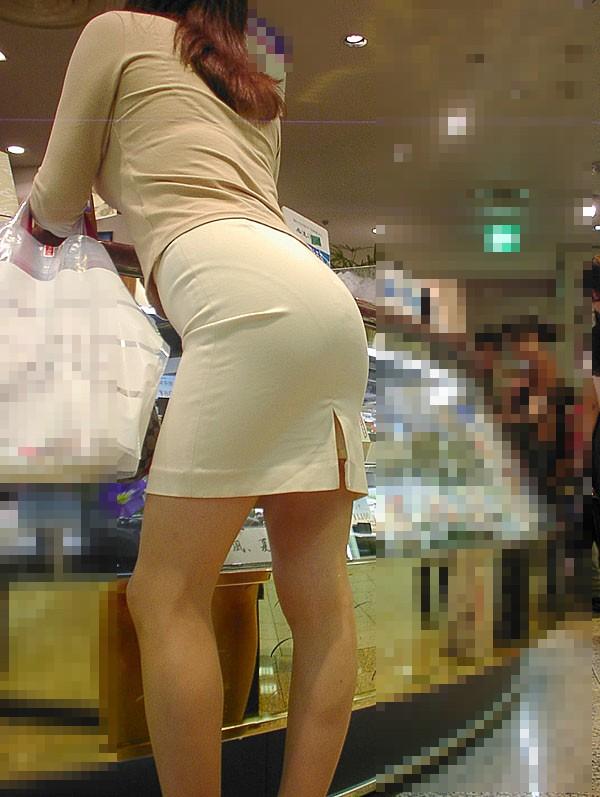 OLのタイトスカート透けパンティライン盗撮エロ画像6枚目