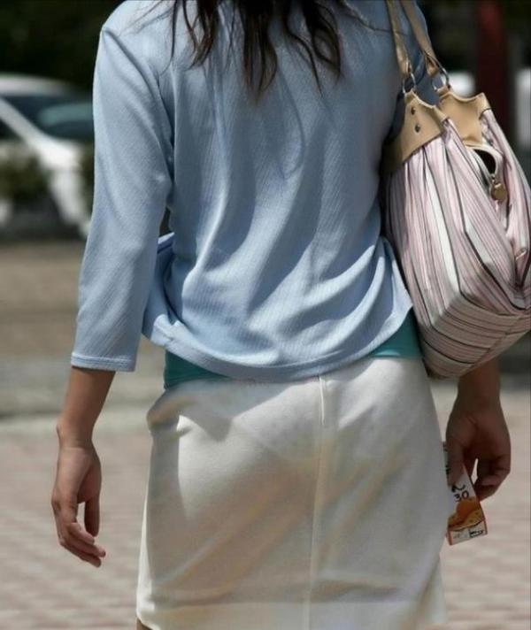OLのタイトスカート透けパンティライン盗撮エロ画像9枚目