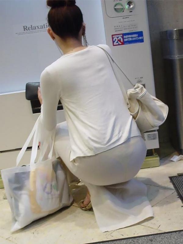OLのタイトスカート透けパンティライン盗撮エロ画像10枚目