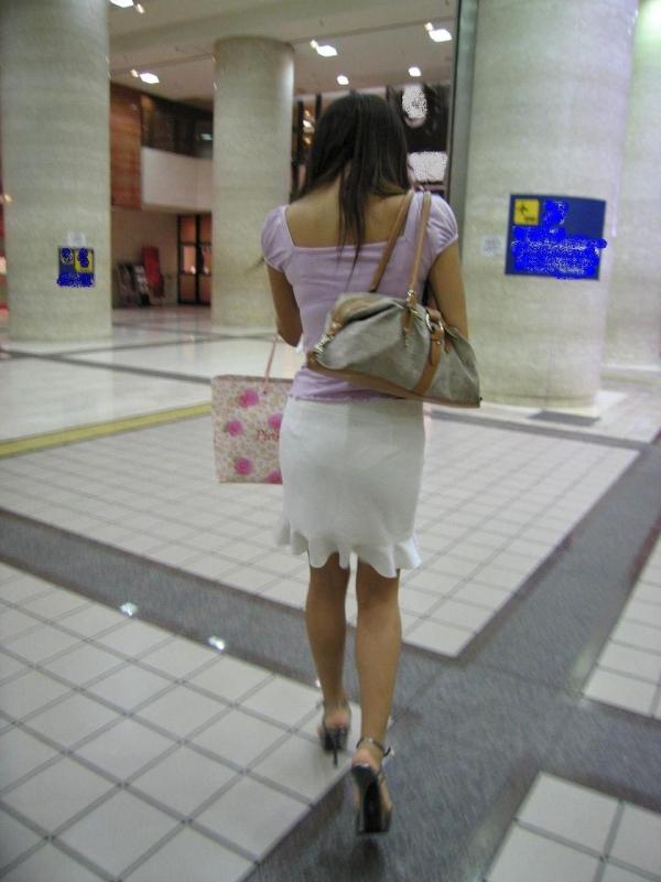 OLのタイトスカート透けパンティライン盗撮エロ画像12枚目