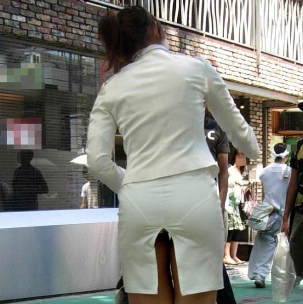 OLのタイトスカート透けパンティライン盗撮エロ画像14枚目