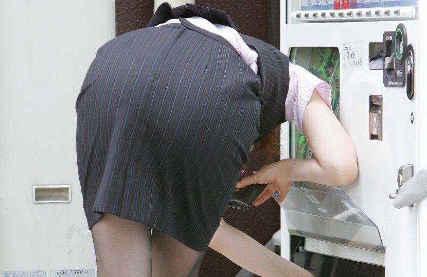街撮り盗撮でタイトスカートフェチ悶絶OLエロ画像14枚目