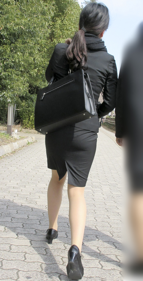 街撮り盗撮でタイトスカートフェチ悶絶OLエロ画像16枚目