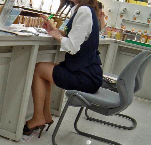 巨尻OLの会社内盗撮されたタイトスカートエロ画像8枚目