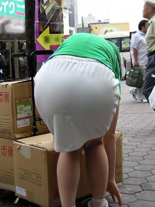 巨尻OLの会社内盗撮されたタイトスカートエロ画像16枚目