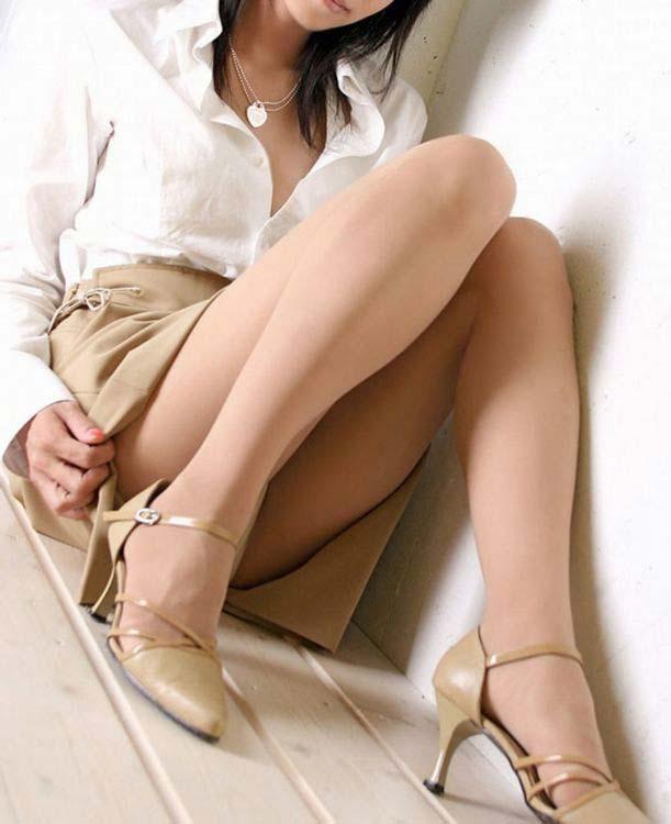 美脚OLの色々な角度とパンストスカートエロ画像6枚目
