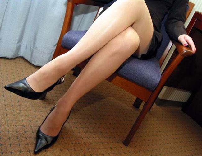 美脚OLの色々な角度とパンストスカートエロ画像8枚目