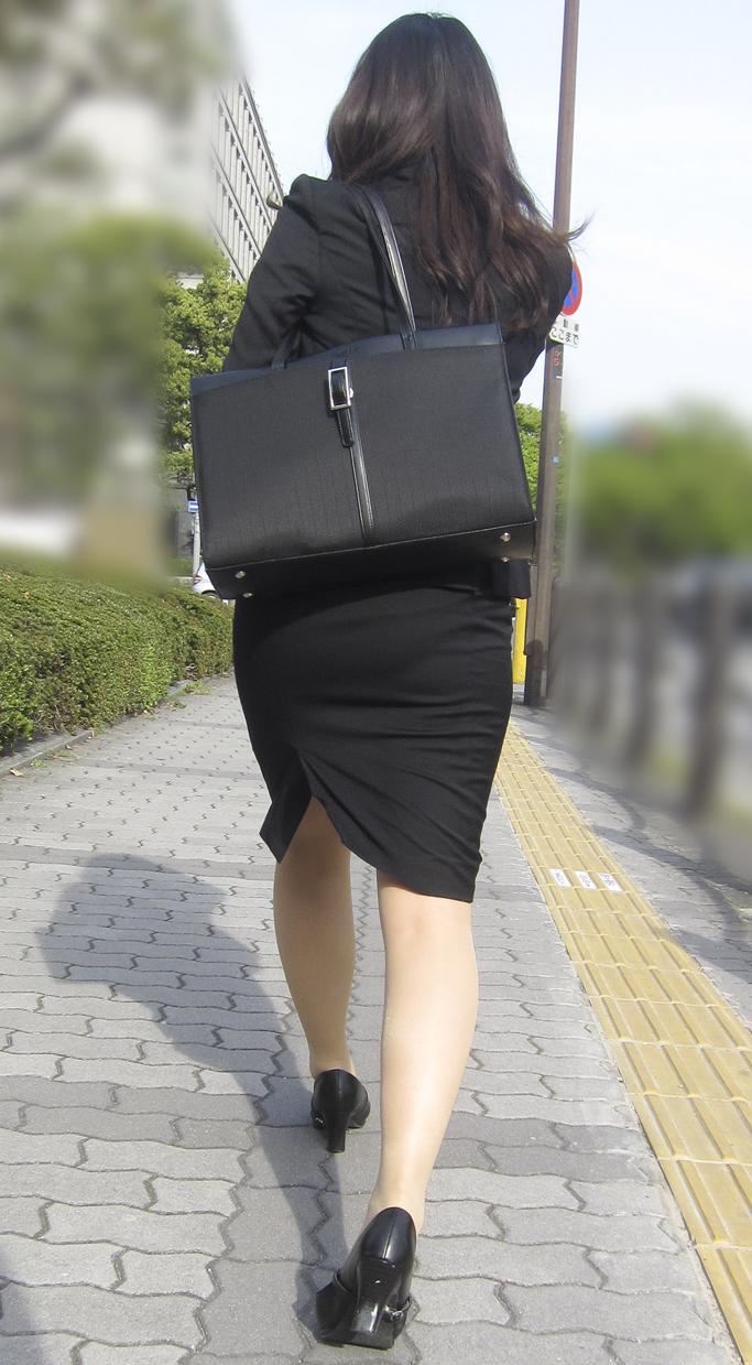 OLタイトスカートの誘惑シーン連発のエロ画像3枚目