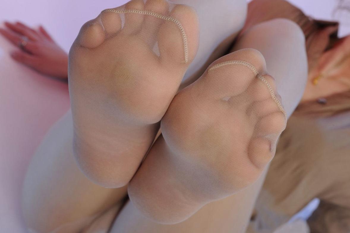 OLの濡れた足裏とベージュパンストエロ画像15枚目