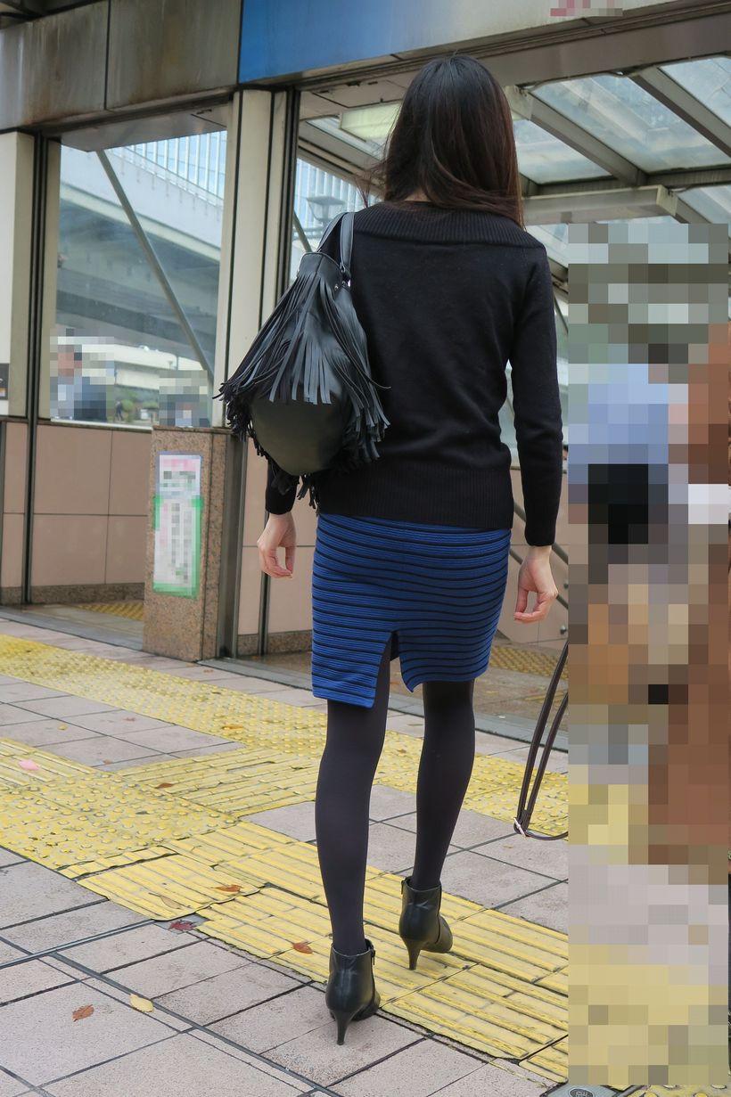 OLタイトスカートフェチ目線の街角盗撮エロ画像6枚目