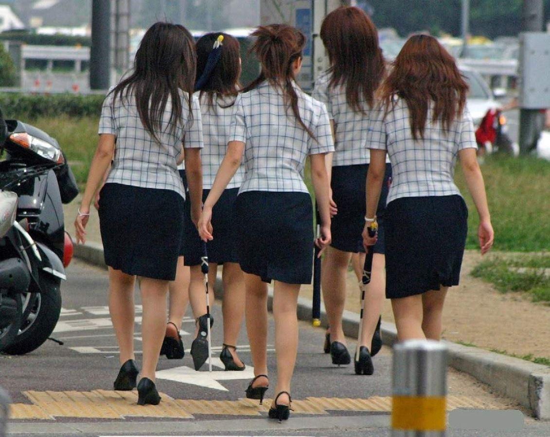 バスガイドやOLのタイトスカート集団盗撮エロ画像1枚目