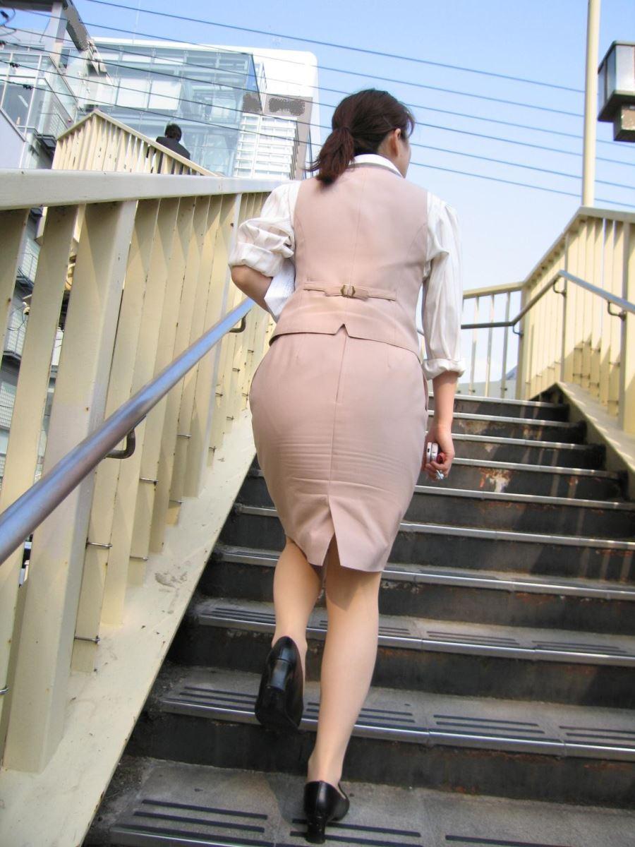 バスガイドやOLのタイトスカート集団盗撮エロ画像7枚目