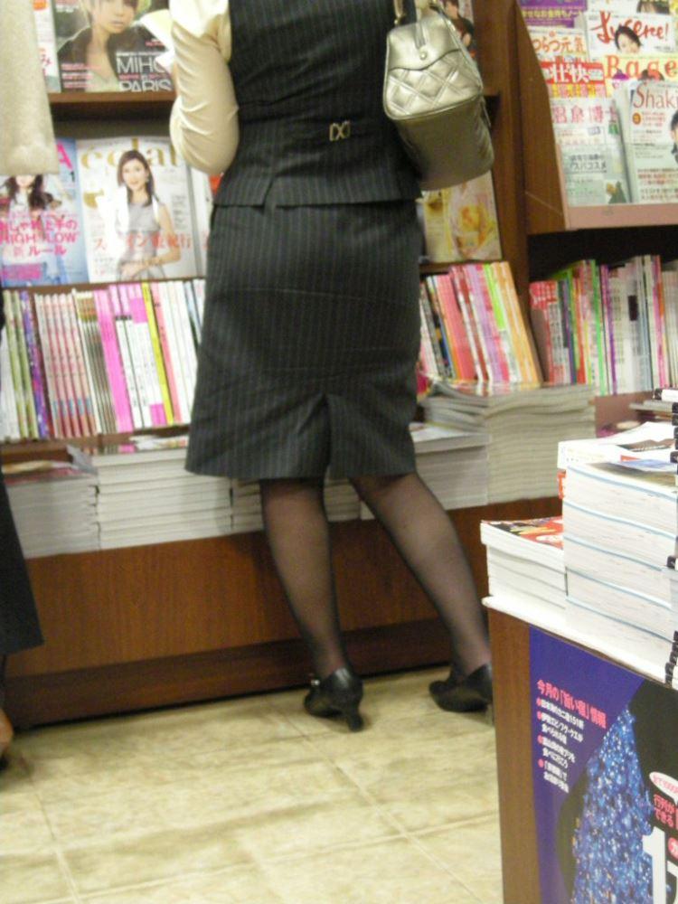 バスガイドやOLのタイトスカート集団盗撮エロ画像12枚目