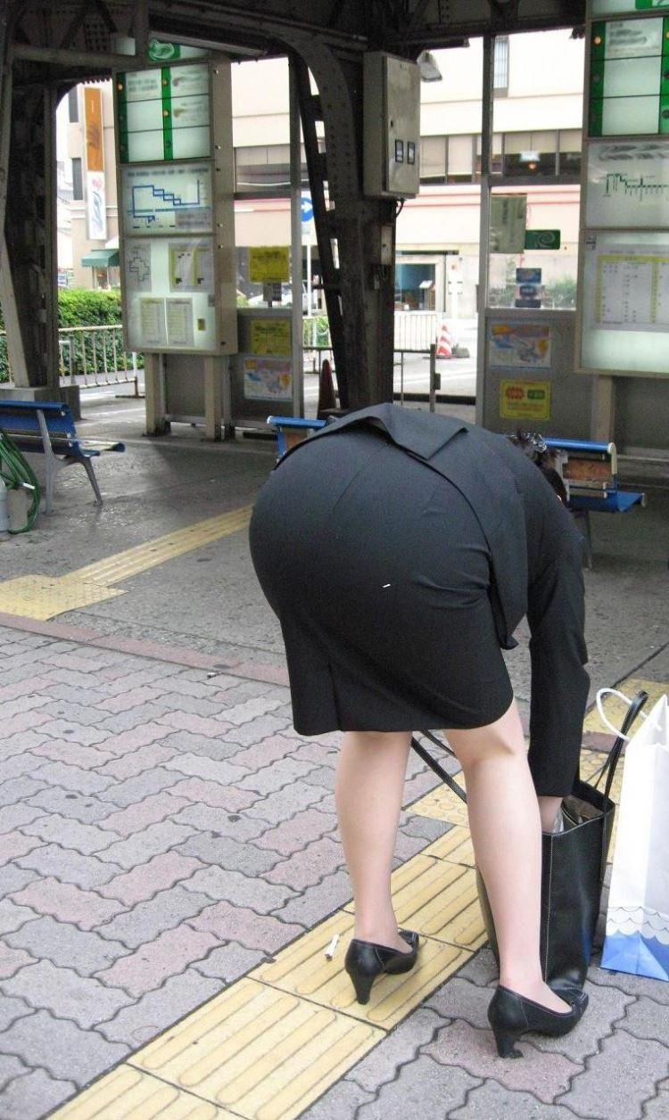 バスガイドやOLのタイトスカート集団盗撮エロ画像16枚目