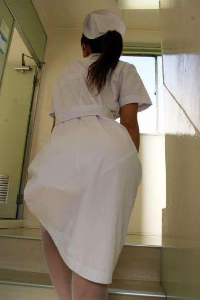 白衣ナースの階段で盗撮された透けパンティエロ画像1枚目
