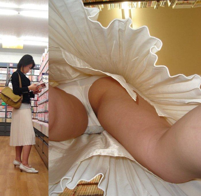 私服OLの帰宅途中スカート逆さ撮り盗撮エロ画像3枚目