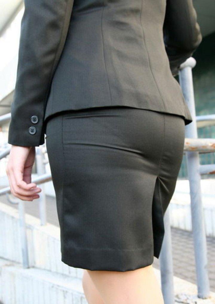 美脚OLの通勤中のタイトスカート盗撮エロ画像9枚目