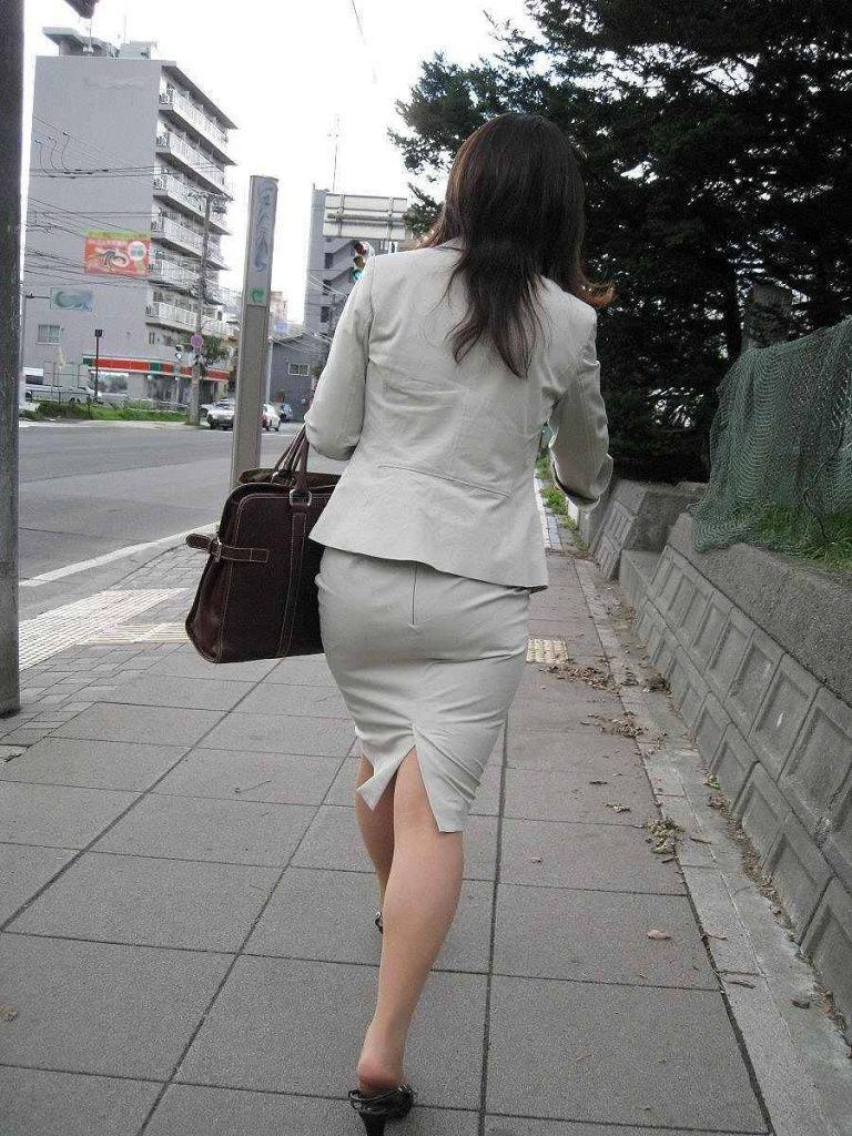 リクスーOLの出勤を急ぐタイトスカート盗撮エロ画像4枚目