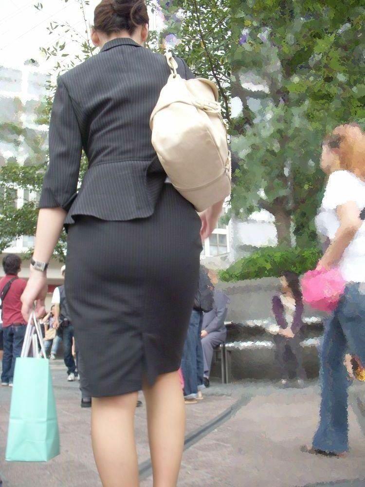 リクスーOLの出勤を急ぐタイトスカート盗撮エロ画像5枚目