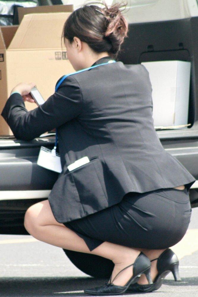 リクスーOLの出勤を急ぐタイトスカート盗撮エロ画像9枚目