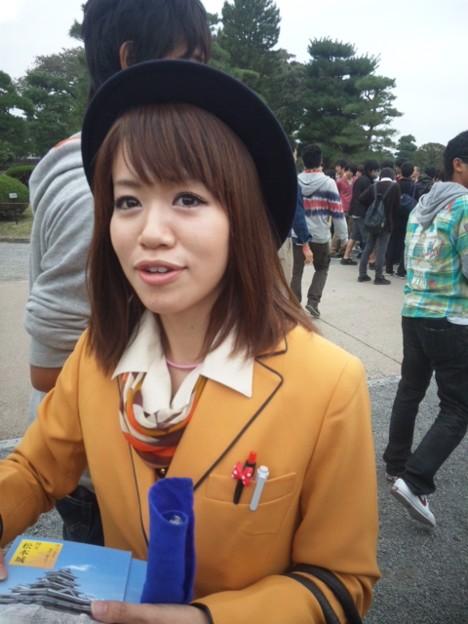 新人バスガイド研修中のタイトスカート盗撮エロ画像5枚目