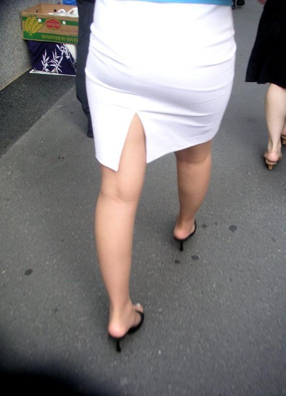 素人OLの巨尻を突き出したタイトスカート盗撮画像7枚目