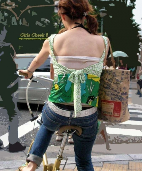 私服OLのパンツ自転車通勤風景を盗撮したエロ画像12枚目