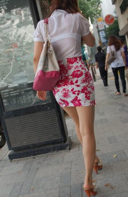 OLのピンクでまとめた透けブラジャー盗撮エロ画像8枚目