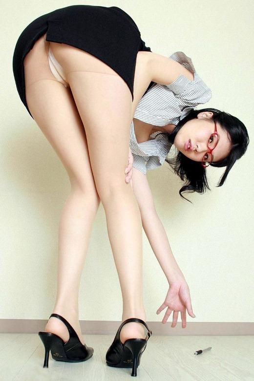 誘惑女教師のブラジャーと巨乳に釘付けなエロ画像7枚目