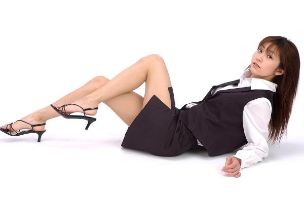 美脚OLの足裏と太腿を魅せるパンストエロ画像2枚目