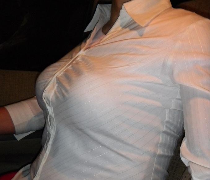 ファミレス店員やOLのブラウス巨乳の魅惑エロ画像9枚目
