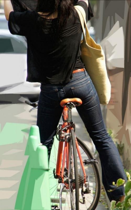 OLが自転車サドルオナニーしてしまった盗撮エロ画像3枚目