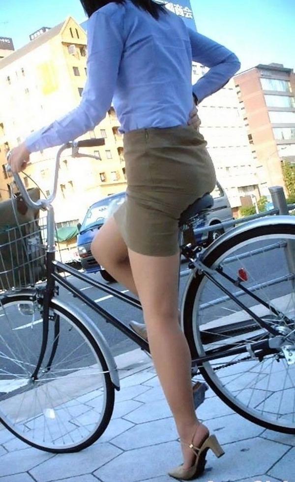 OLが自転車サドルオナニーしてしまった盗撮エロ画像14枚目