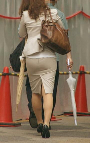OLタイトスカートのスリットフェチ向けなエロ画像13枚目