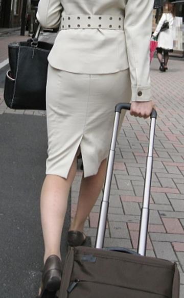 OLタイトスカートのスリットフェチ向けなエロ画像15枚目