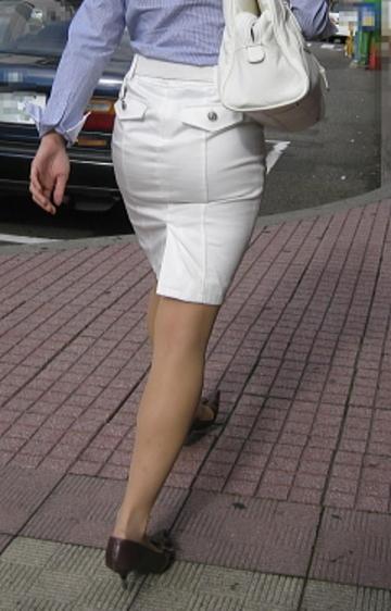 OLタイトスカートのスリットフェチ向けなエロ画像16枚目