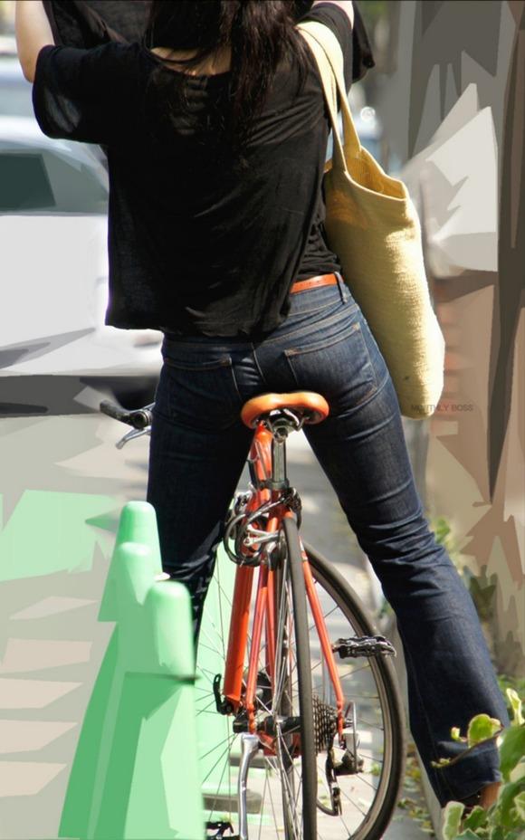 OLが自転車でめくれあがる三角を盗撮したエロ画像14枚目