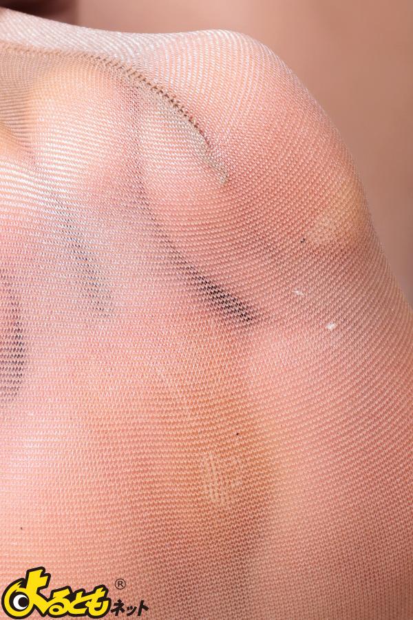 OLが物凄く汚れてる足裏を見せるパンストエロ画像10枚目