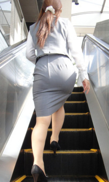 OLのリアルなシワの魅惑タイトスカート盗撮エロ画像4枚目