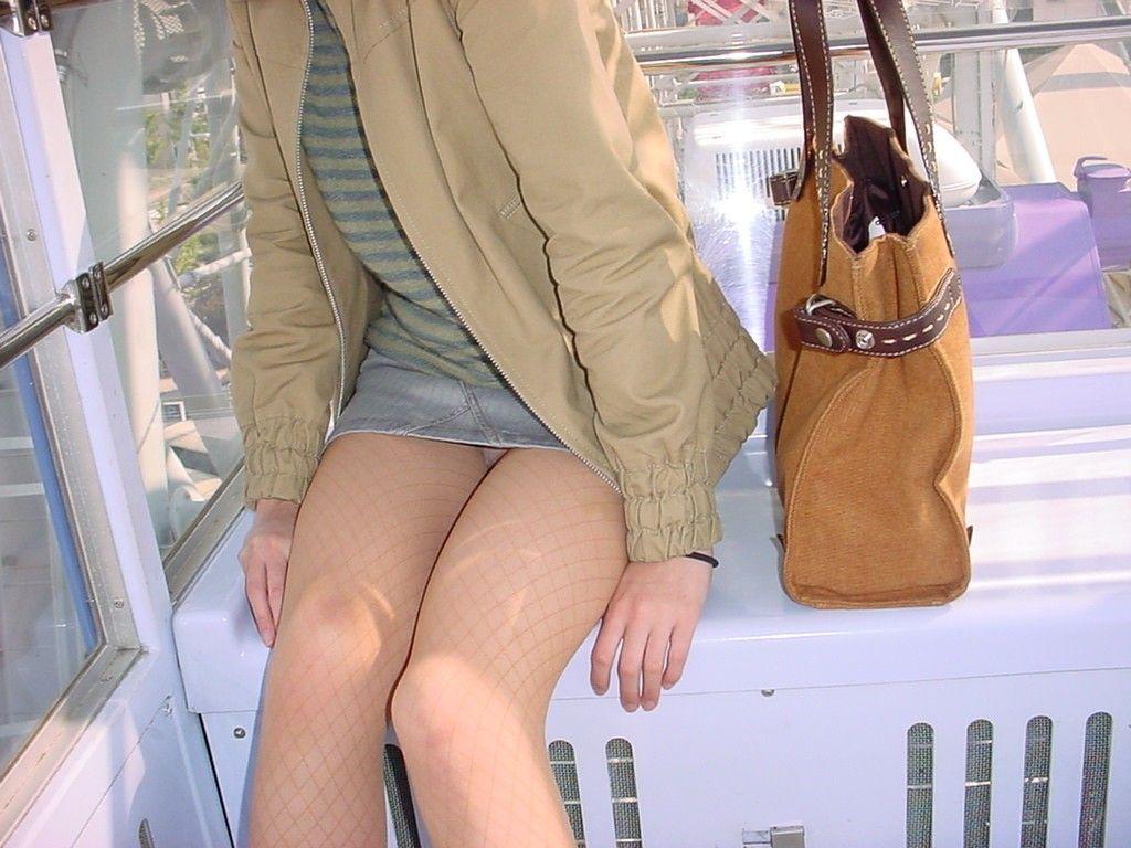 美脚OLの膝下が長くて綺麗な魅惑パンストエロ画像3枚目
