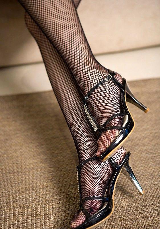 美脚OLの膝下が長くて綺麗な魅惑パンストエロ画像11枚目