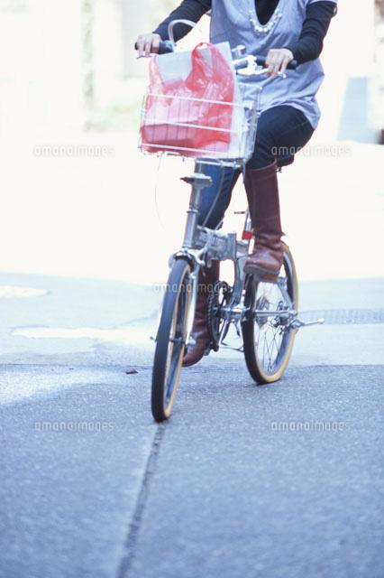 狙われたOLの自転車タイトミニ三角盗撮エロ画像10枚目