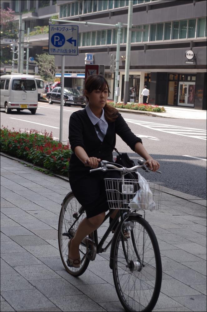 狙われたOLの自転車タイトミニ三角盗撮エロ画像15枚目